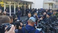 Внаслідок сутичок біля будівлі МВС у Києві журналістку облили кефіром