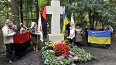 Після наруги над могилою Бандери у В'ятровича запропонували перепоховати лідера ОУН