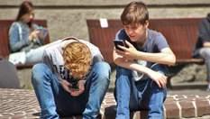 До школи – без мобільного: в Україні триває експеримент із заборони ґаджетів