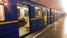 У метро Києва розпилили невідому речовину: є постраждалі
