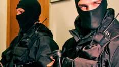 Правоохоронці вкрали коштовностей на мільйони: як обшуки перетворюються в пограбування