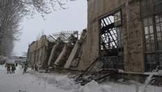В окупованій Горлівці обвалилися стіна та дах машзаводу: загинув робітник – фото, відео
