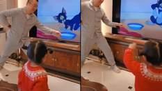 """Папа стал невидимым персонажем мультика """"Том и Джерри"""", чтобы рассмешить дочь: эффектное видео"""