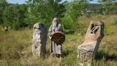 Как скульпторы в заброшенных домах создают колоритные музии