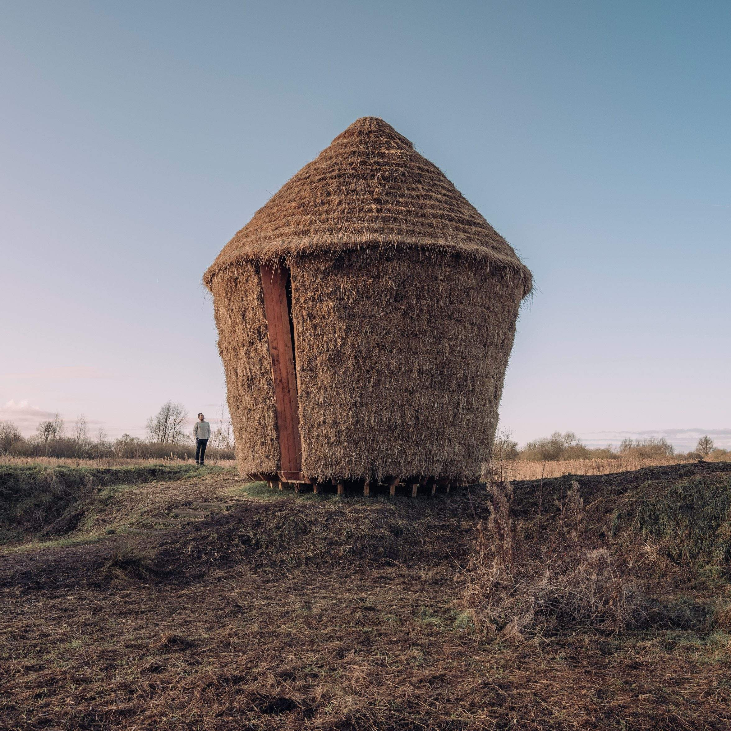 Форма конструкції засновані на основі  традиційного сінника  / Фото Dezeen