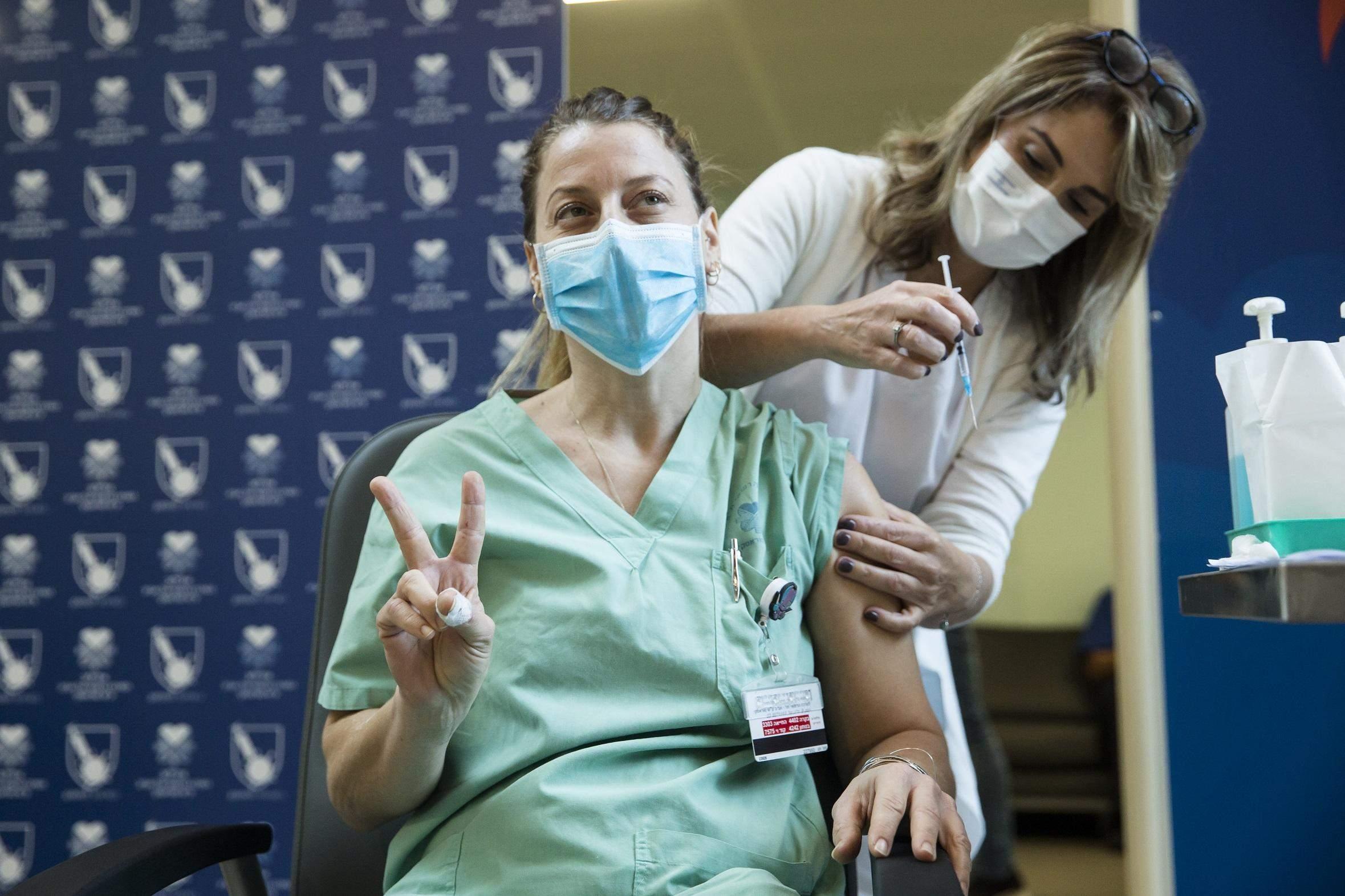 В Ізраїлі розпочалася масова вакцинація проти коронавірусу