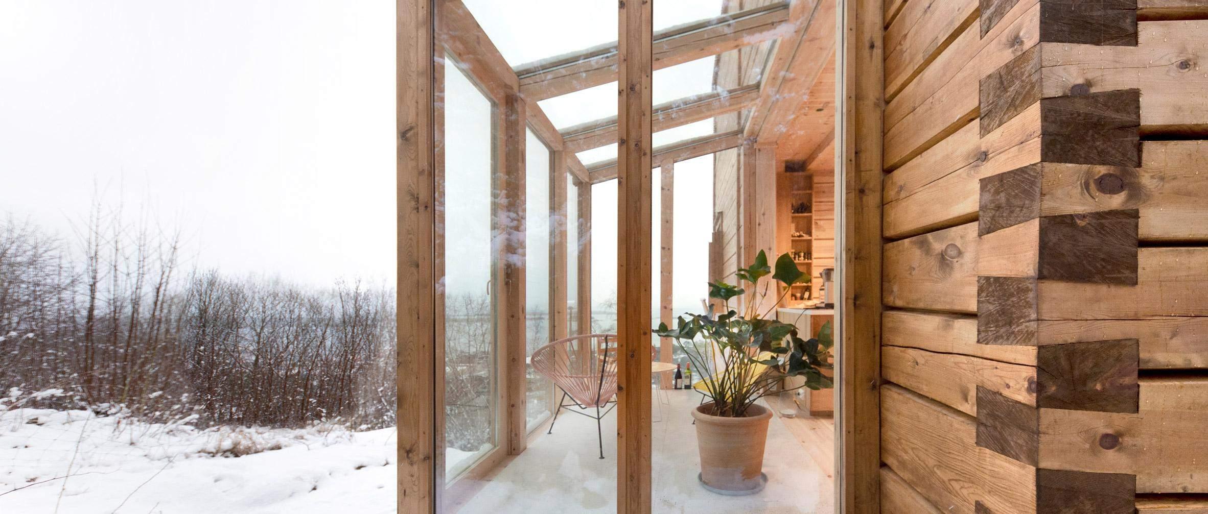 Простора веранда з панорамними вікнами / Фото Dezeen