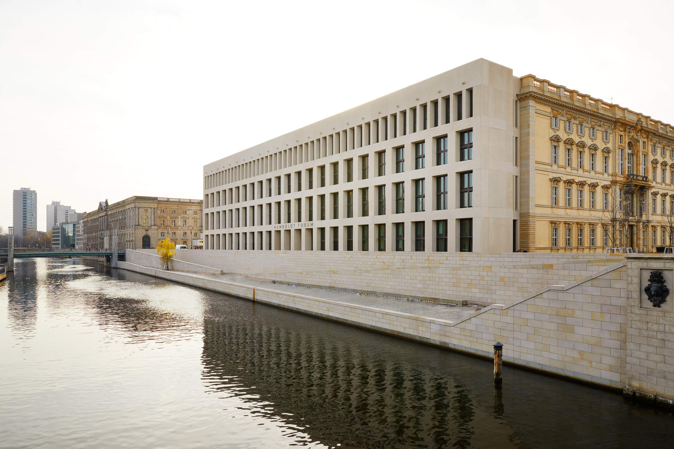 Музей стоїть поряд з Берлінським собором  / Фото Dezeen