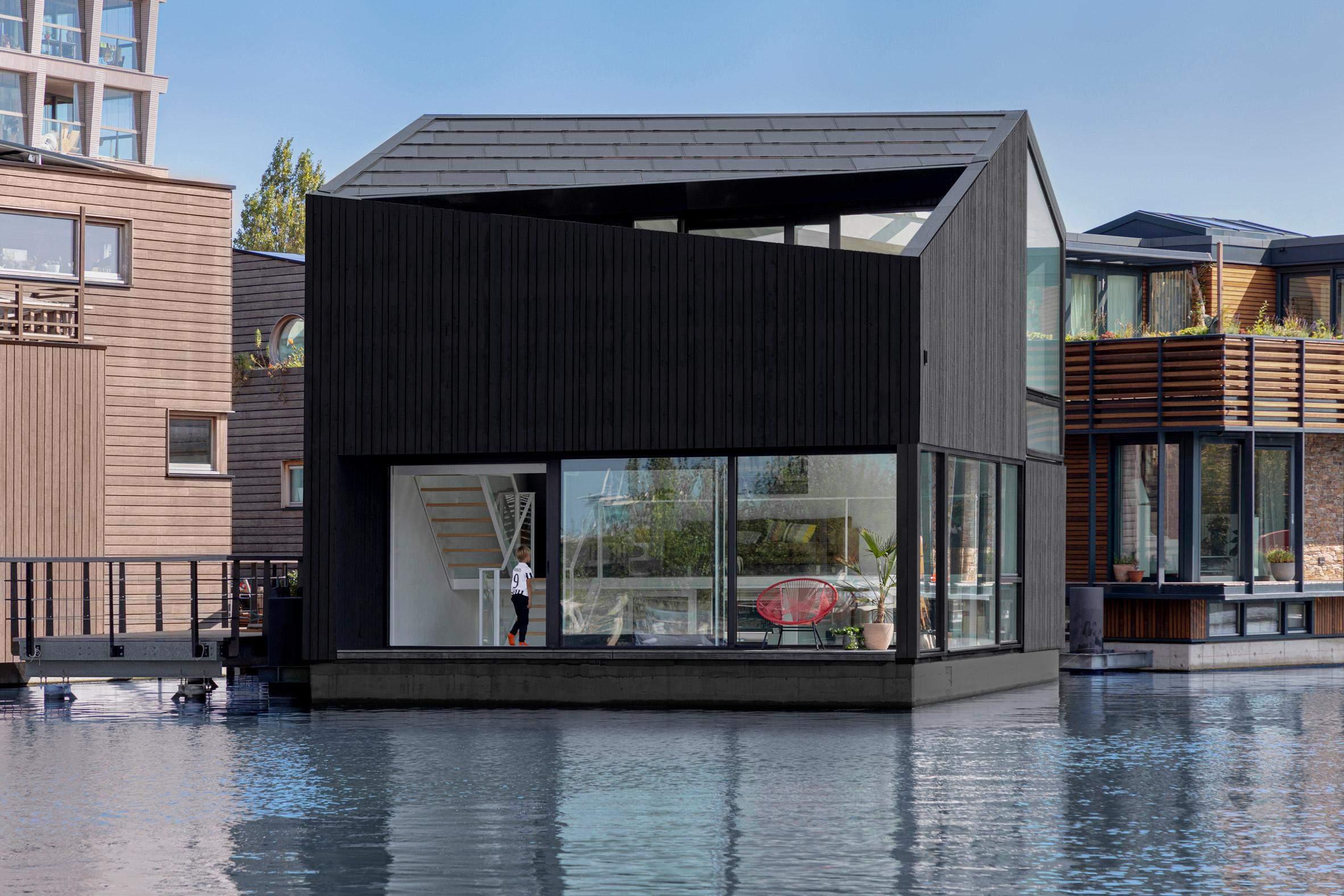 Дивовижна форма будинку  / Фото Dezeen