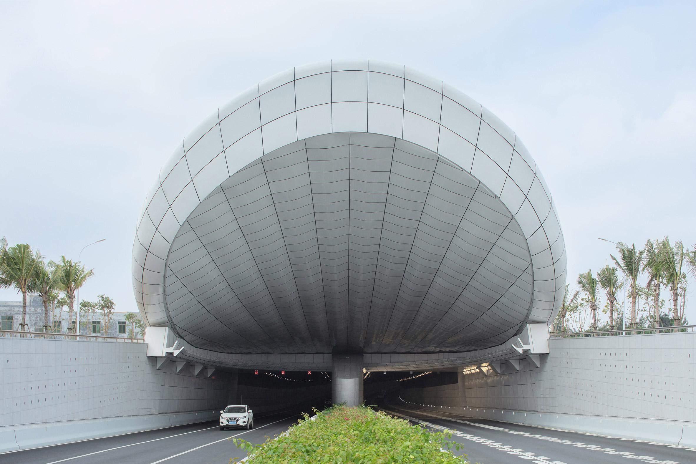 У проєкті тунелі передбачили природне освітлення, зберігаючи рівномірність яскравості на вході  / Фото Designboom