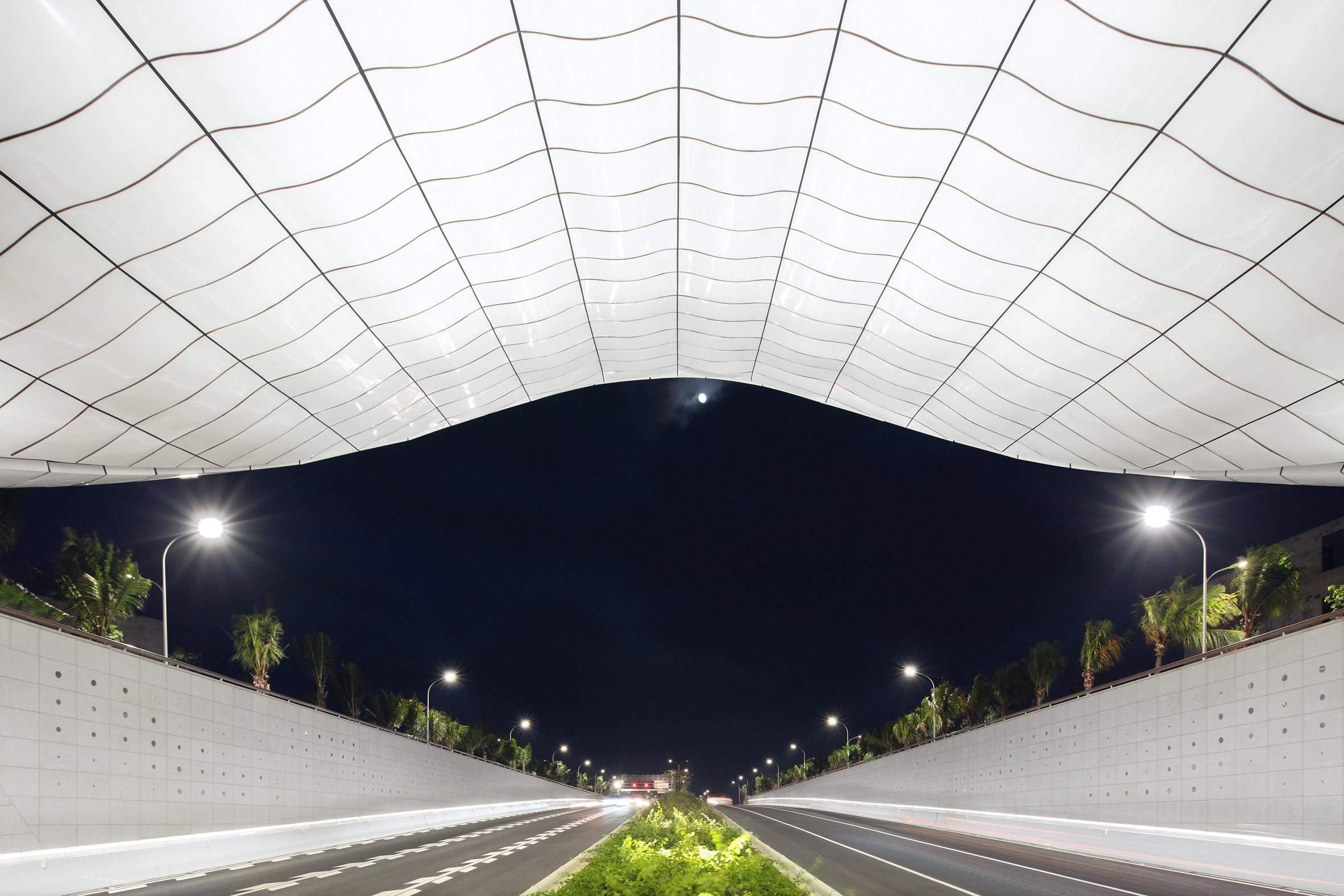 Скульптурні портали тунелю  / Фото Designboom