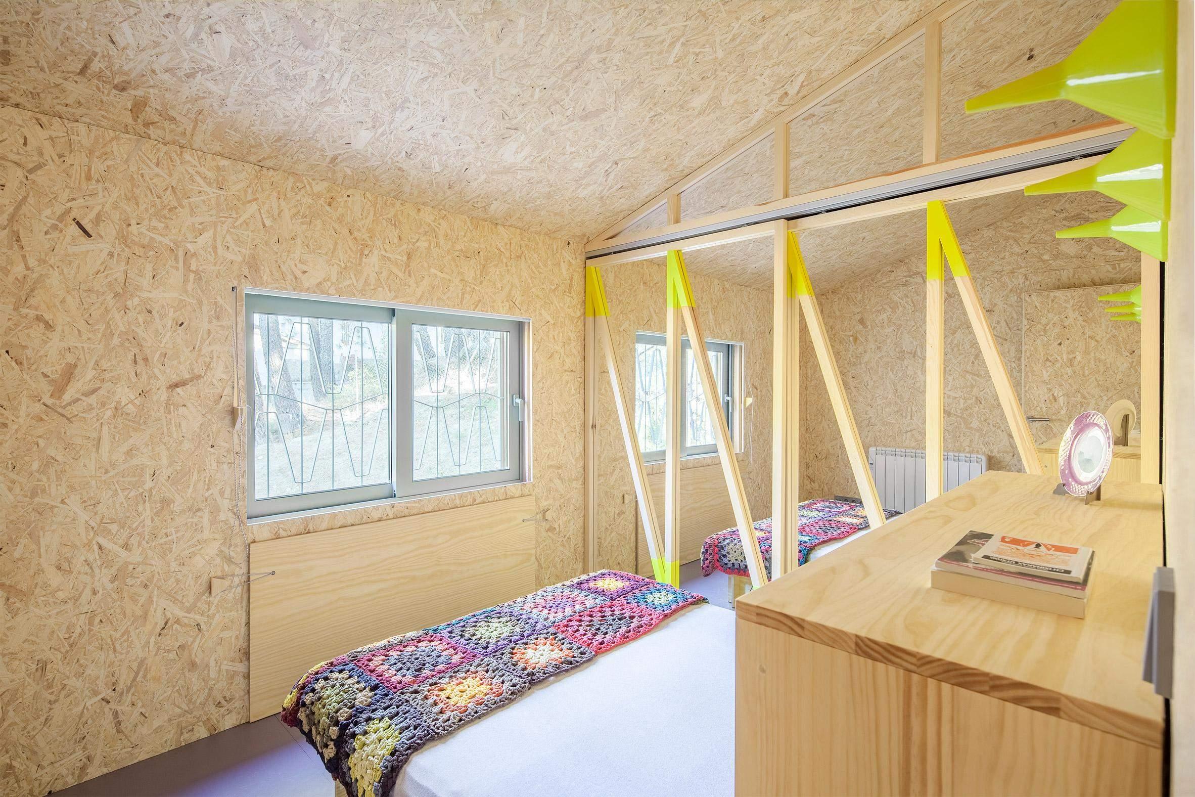 Простір спальні можна трансформувати за допомогою меблів