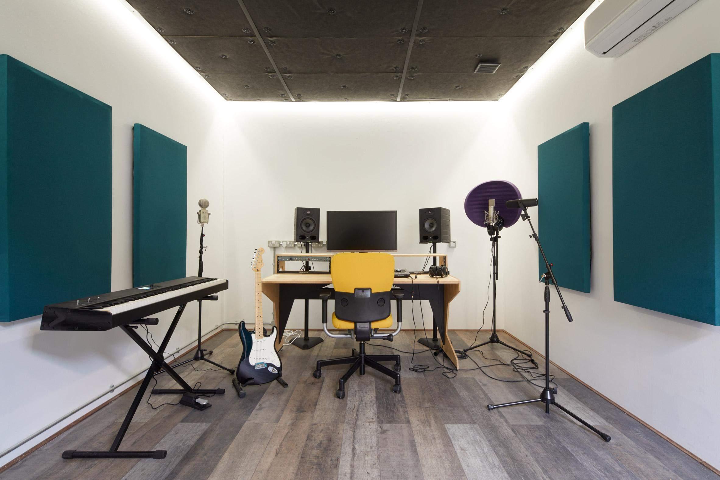 Так виглядає одна зі студій звукозапису