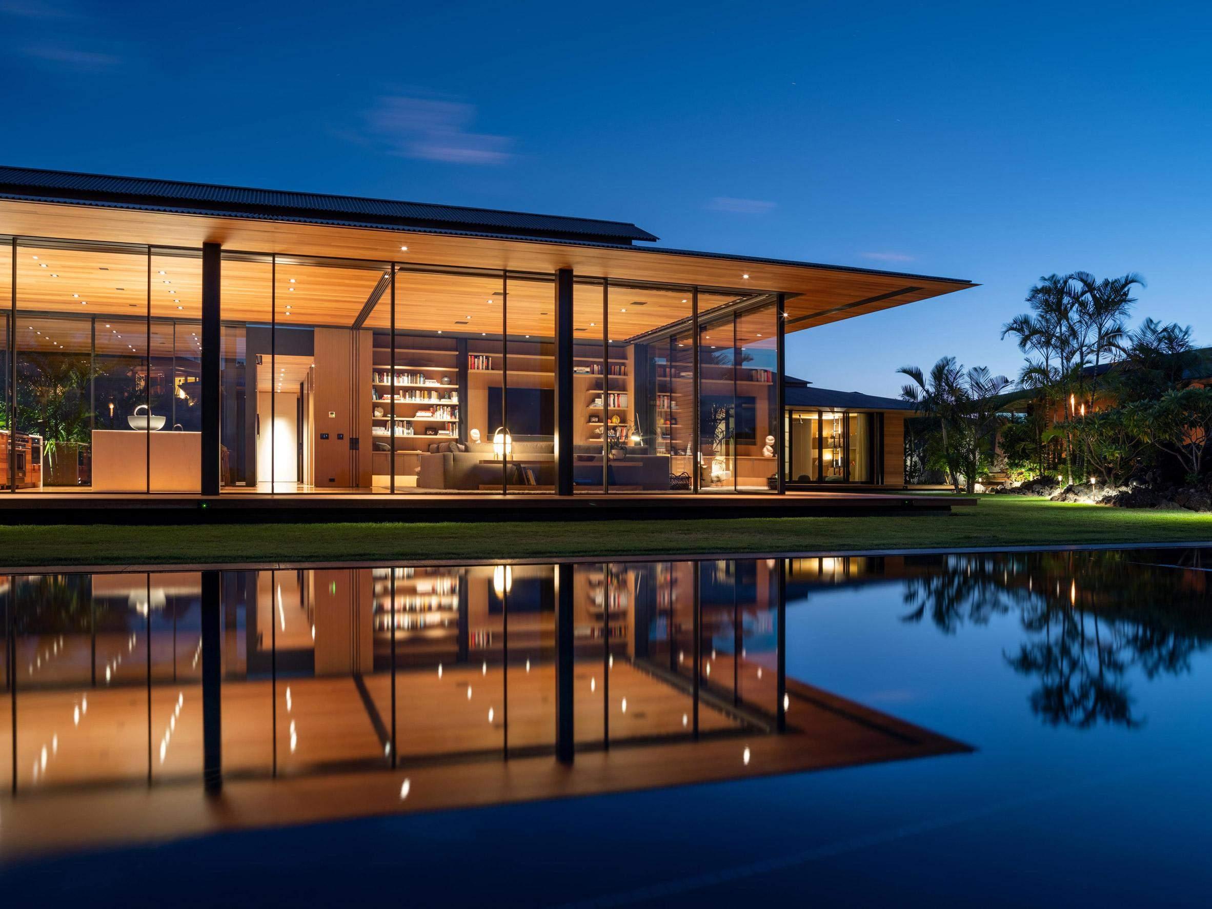 Резиденция в вечернем освещении