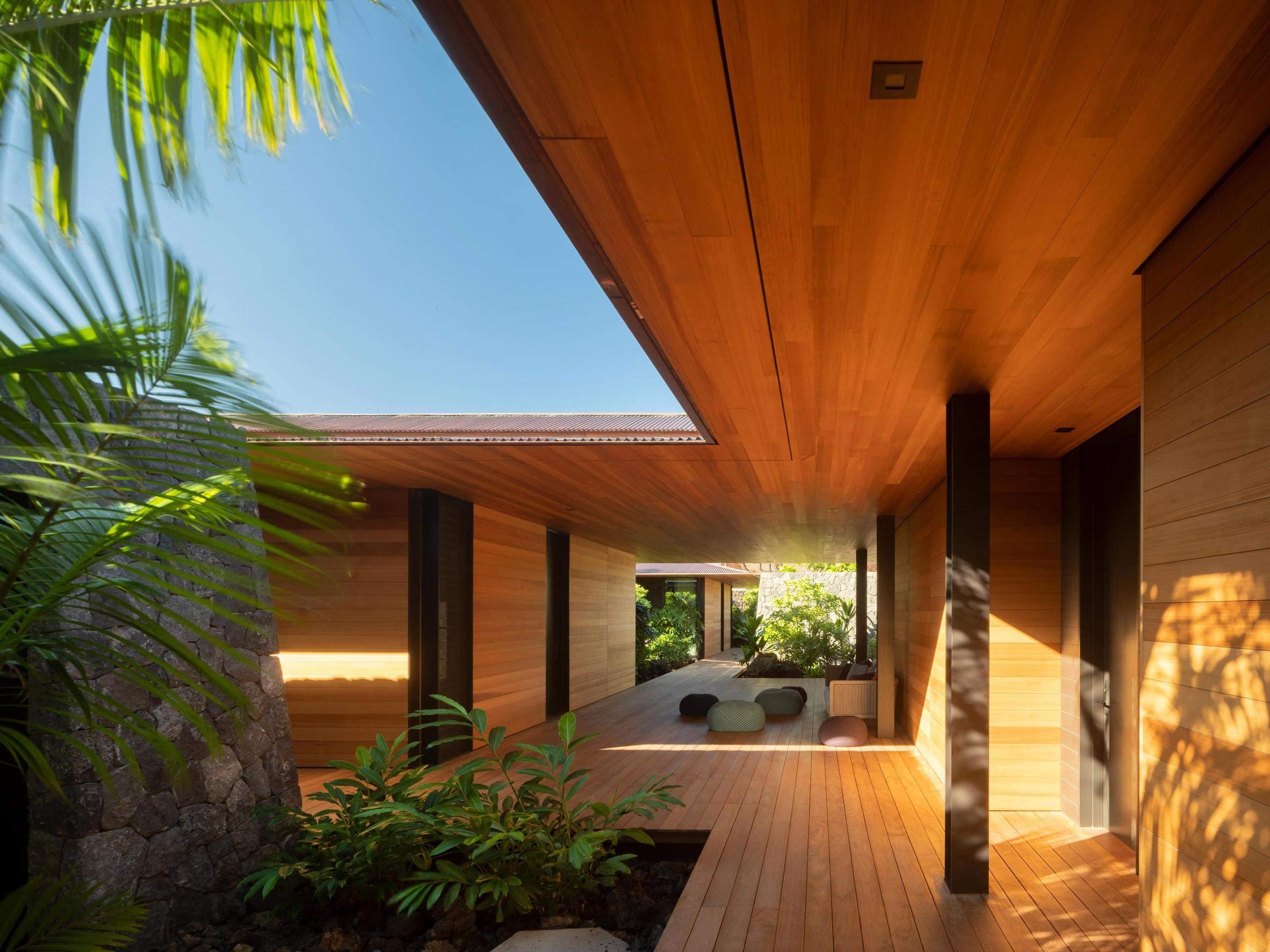 Деревянная терраса в доме
