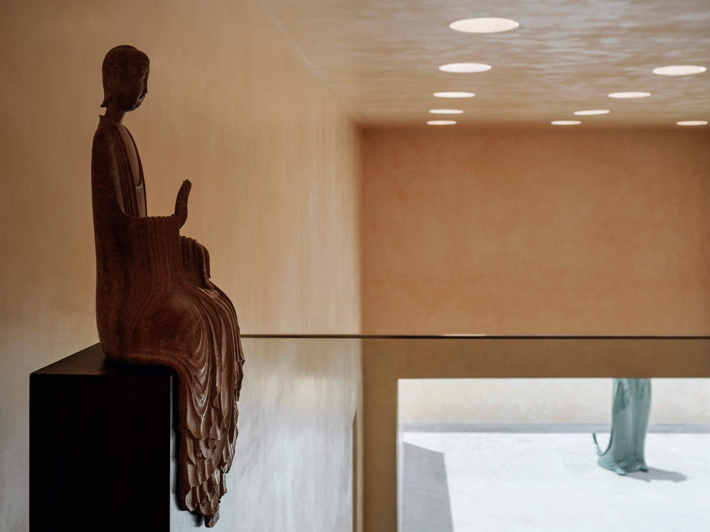 Світло означає джерело мудрості в буддизмі  / Фото Dezeen