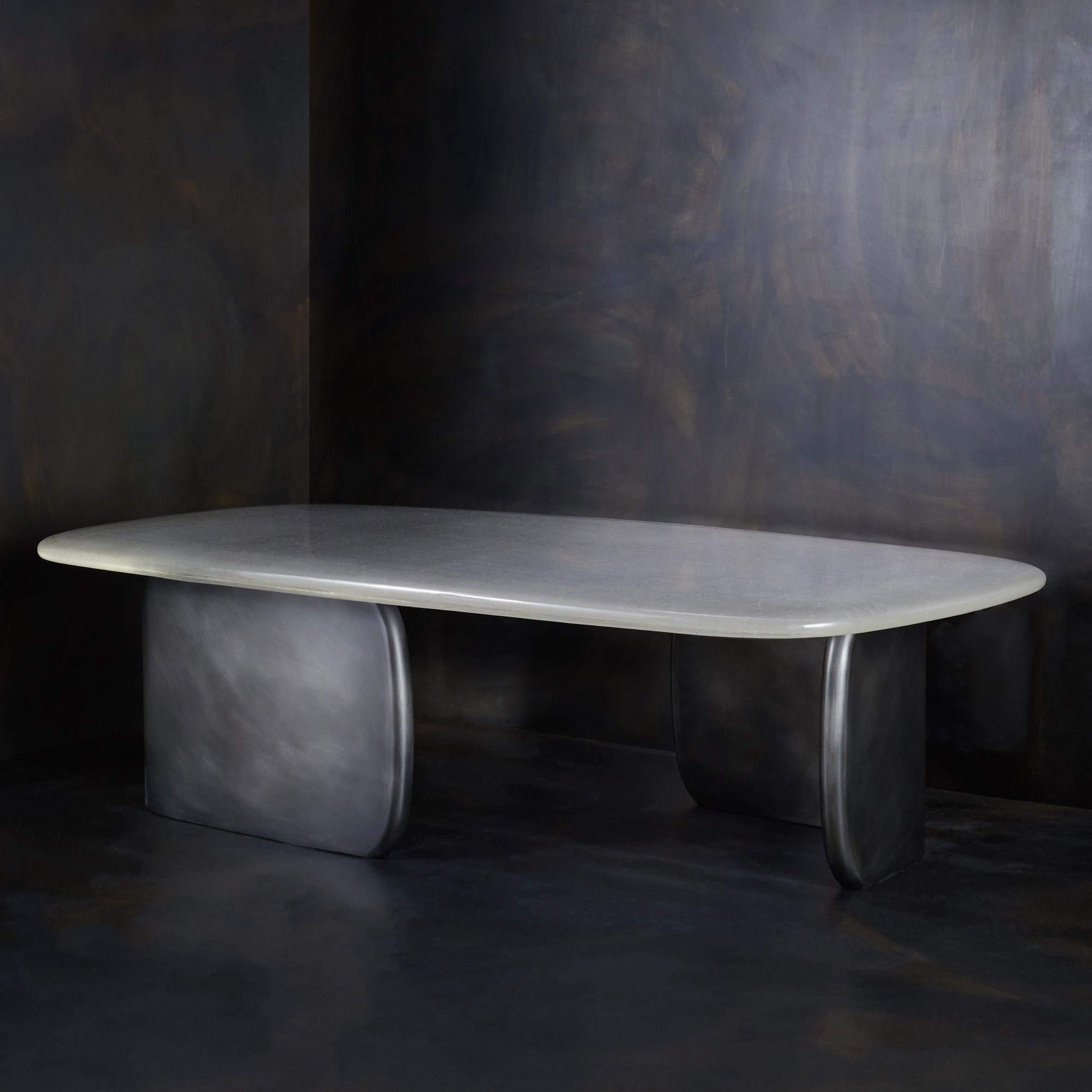 Сам столик невисокий / Фото Deezen