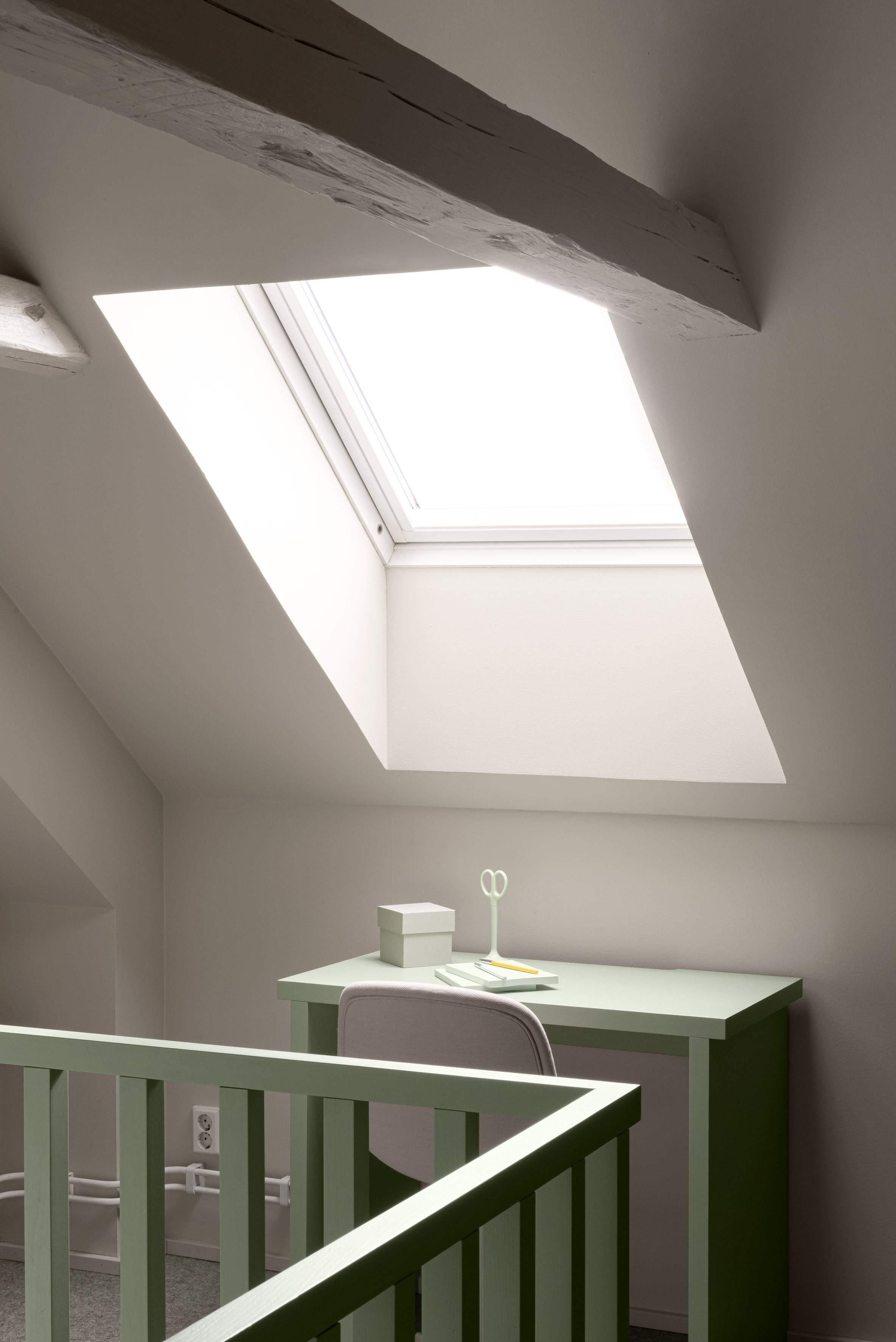 Інтер'єр дитячої кімнати під стелею