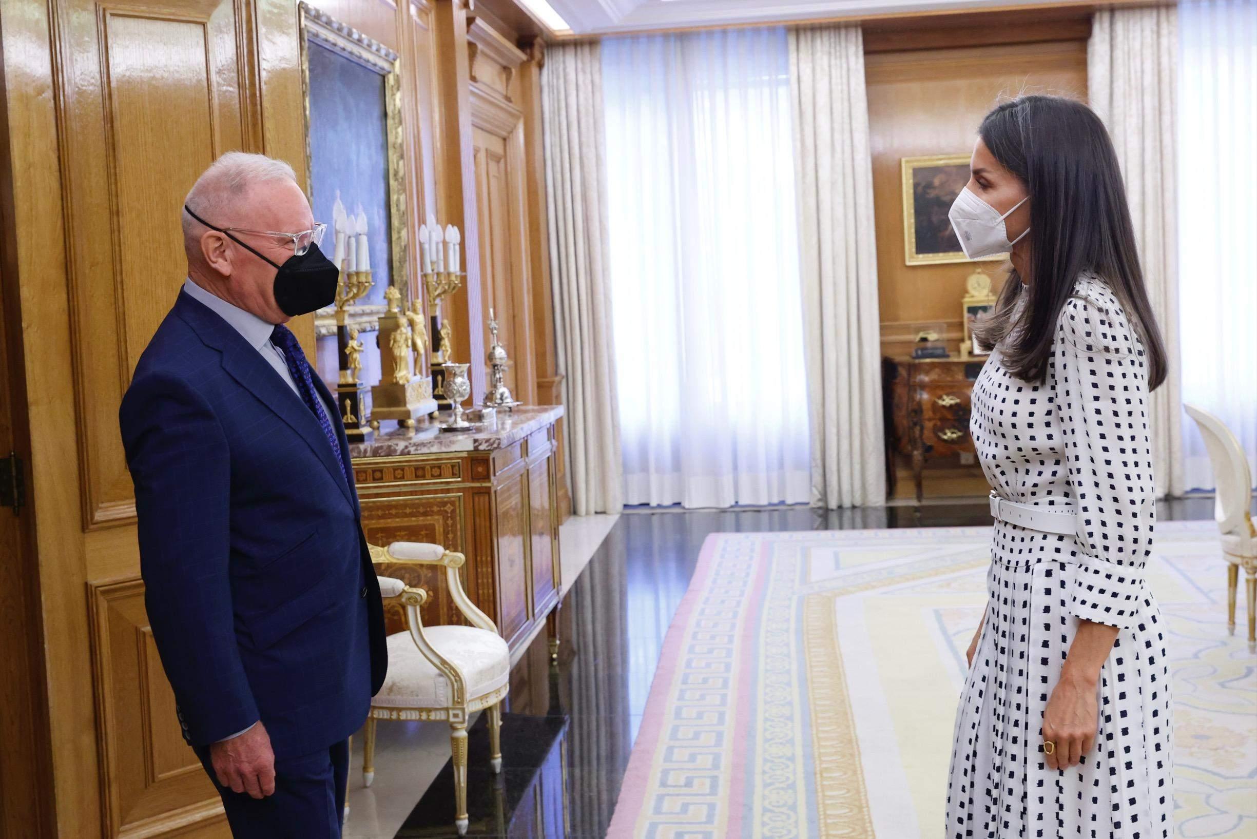 Королева Летиція у білосніжній сукні