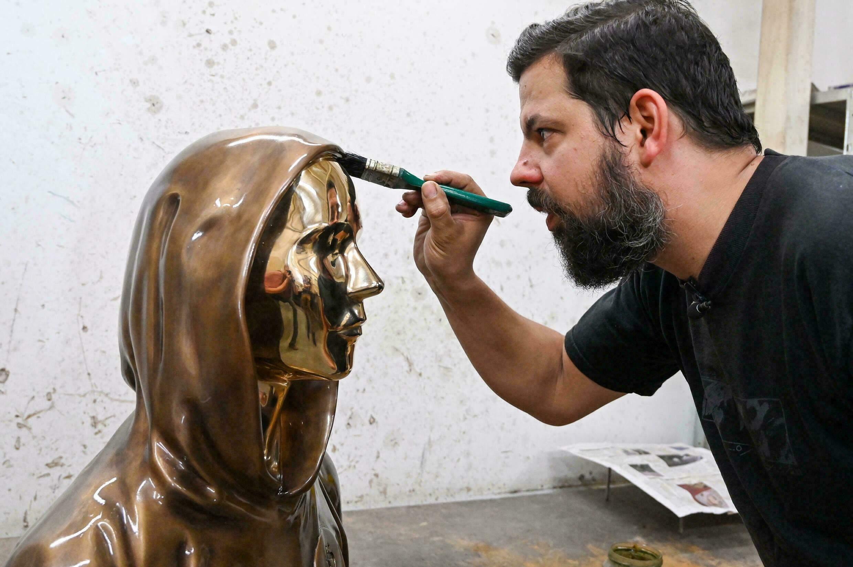 В Угорщині встановили статую творцеві біткоїна Сатоши Накамото