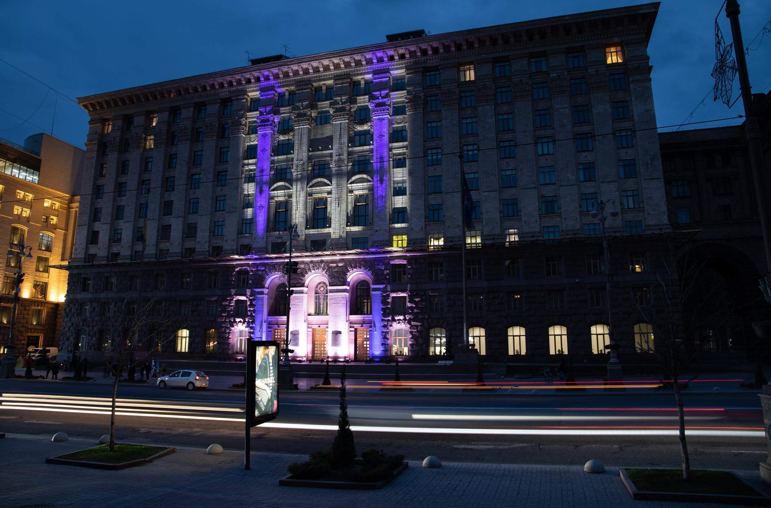 У Києві будівля мерії світилась кольорами прапора Ізраїлю