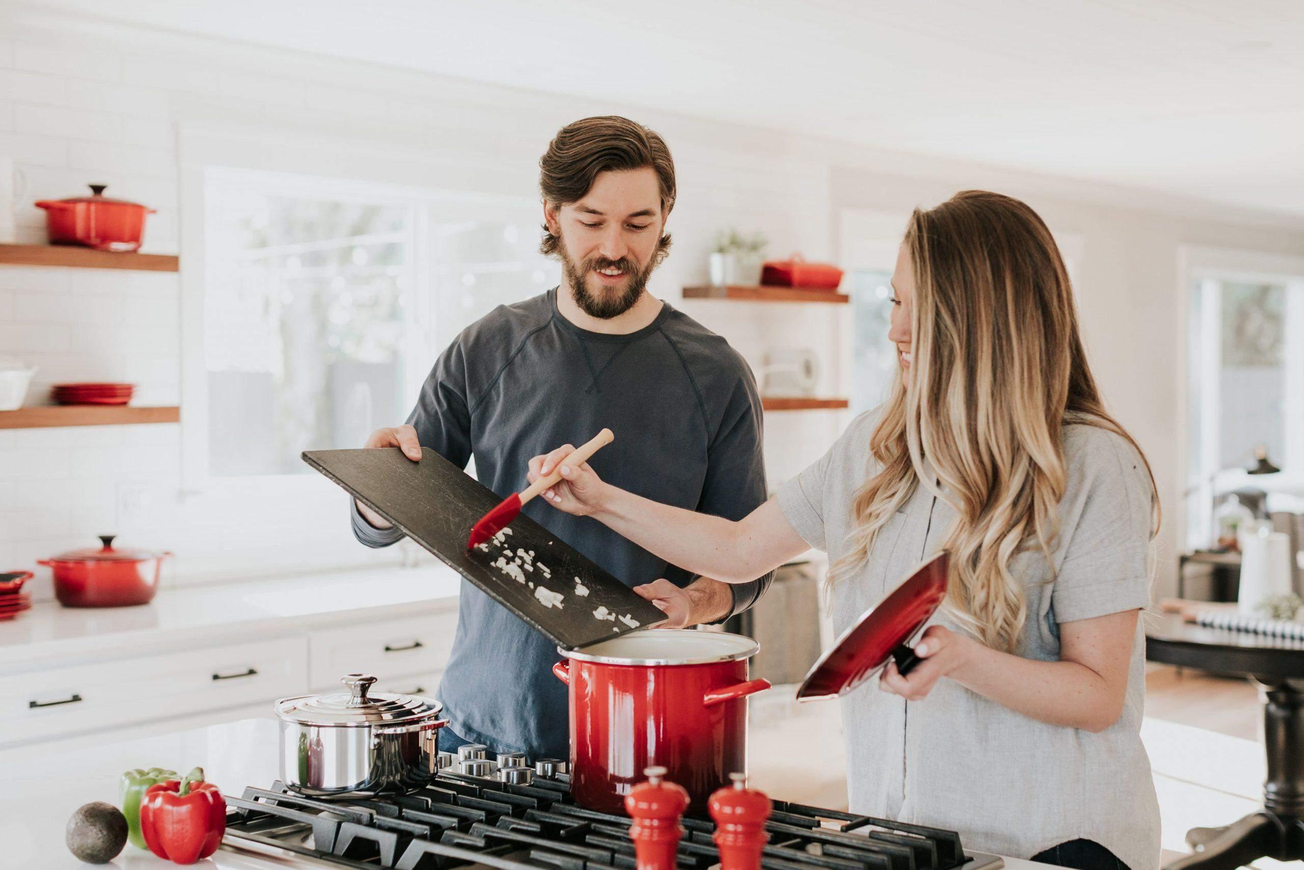Пара готує