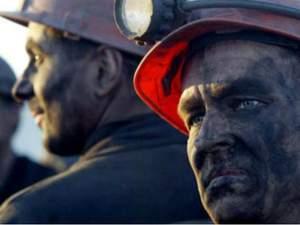 """Шахтеров Донбасса под угрозой увольнения """"оформляют"""" в никому не известные банки - Цензор.НЕТ 8683"""