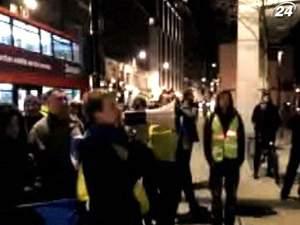 Українці пікетували квартири Ахметова та Фірташа у Лондоні