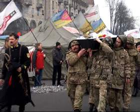 На Майдані продовжутюь прощатися із загиблими