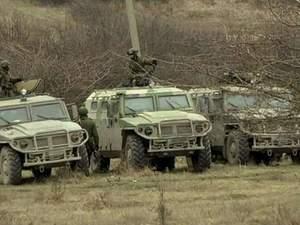 Російські війська почали рити окопи біля українських частин