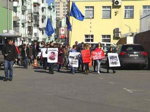Активісти пікетували посольства країн ЄС та Туреччини з вимогою санкцій проти Росії