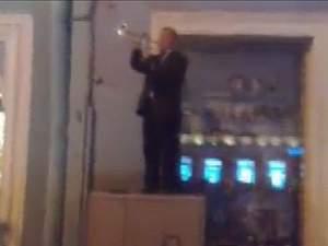 Чоловік заграв гімн України посеред Санкт-Петербурга