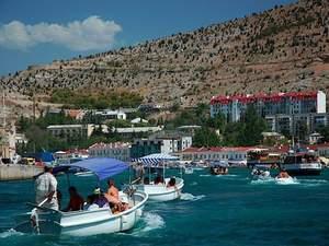 Сепаратистська влада визнала, що в Крим туристи таки не їдуть