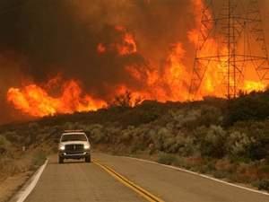 Тисячі каліфорнійців покинули домівки через пожежі