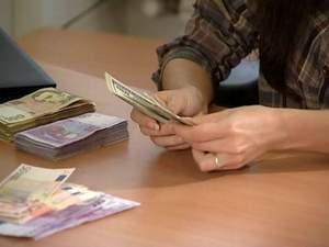 Переведення валютних позик у гривню може поглибити економічну кризу, — аналітики