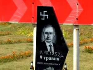 Найяскравіші кадри 6 серпня: надмогильна дошка для Путіна, Крим – це Україна — написи в Москві