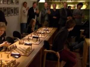 Спортивный обзор: шахматист не хочет играть в России, Платини принял участие в Ice Bucket Challe