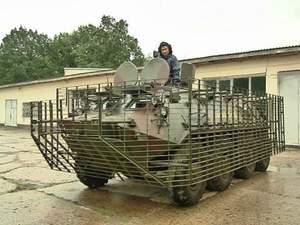 Львовянин подарил обновленный БТР украинской армии