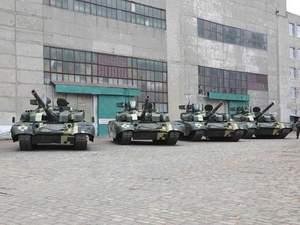 Армія щоденно отримує до 30 одиниць техніки, — Порошенко