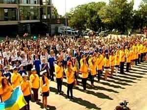 В день города херсонские школьники установили рекорд по исполнению гимна
