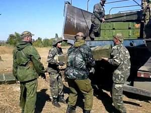 Відео, як бойовики розвантажують підвезене їм озброєння