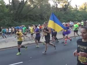 У США одесит пробіг марафон з українським стягом в руках