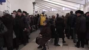 """Дончане стоят в длинных очередях за """"гуманитаркой"""""""
