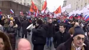 В Москве на траурное шествие собрались тысячи людей