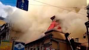 У центрі Києва горить ресторан: загинуло двоє рятувальників