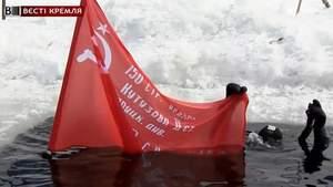"""Якутські дайвери """"втопили"""" прапор СРСР у сибірській річці"""