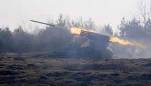 """Бойовики нарощують наступ: вдарили з """"Градів"""" і кинули снайперів на Мар'їнку"""