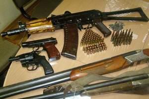 Міліція вилучила в активіста Самооборони велетенський арсенал зброї