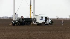 Ремонтники почали міняти зруйновану опору лінії передач на Херсонщині