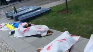 День Росії в Польщі: хрести, вінки та труни від українців